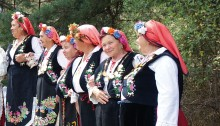 Bulgarische Frauen in Nationaltracht